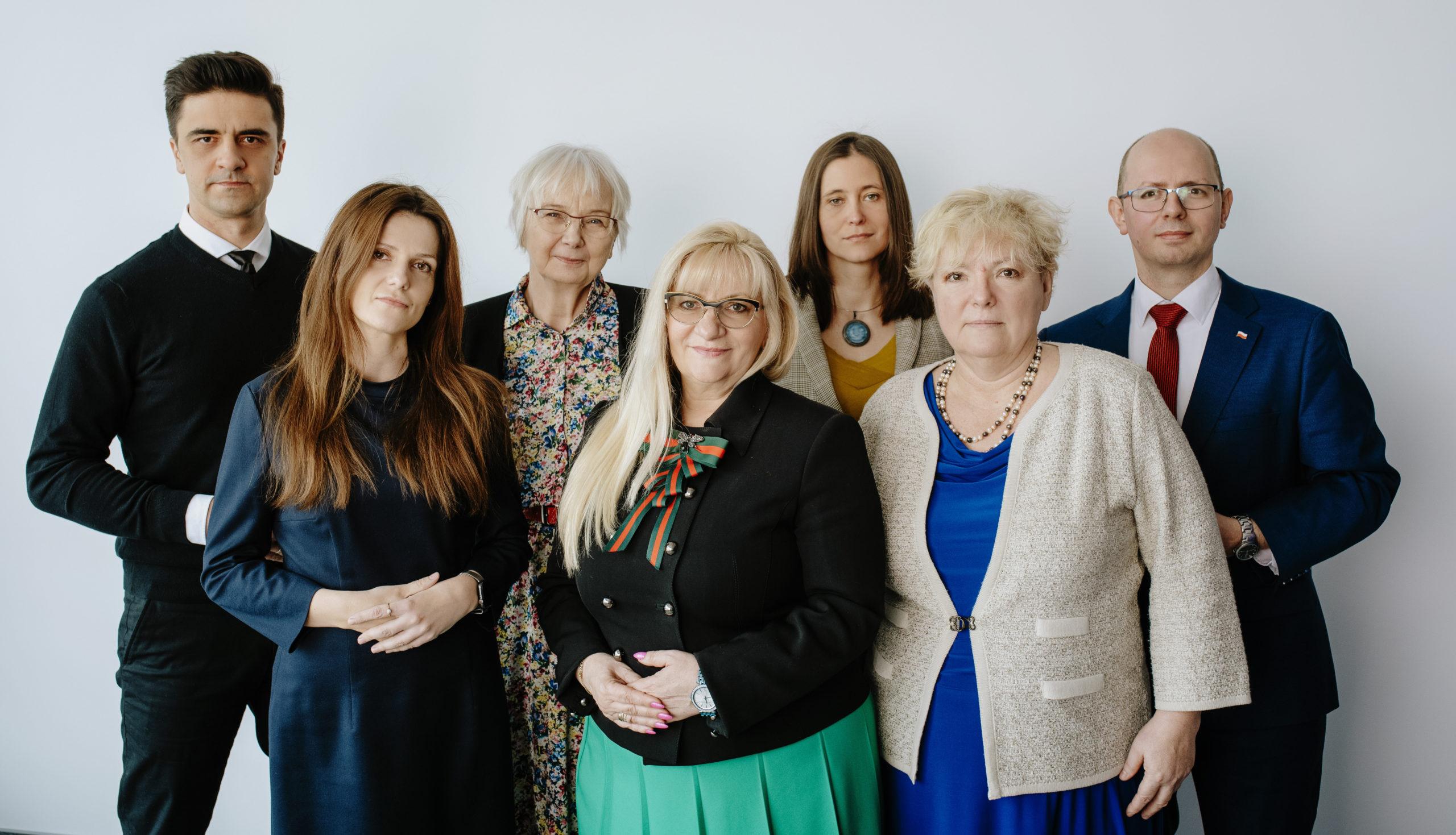 Fotografia grupowa komisji.